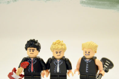 Green Day Lego minifigure created by Bloom Design, Billy Joe Armstrong, Mike Dirnt, Tre Cool
