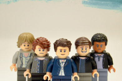 Simple Minds Lego minifigure created by Bloom Design, Jim Kerr, Charlie Burchill, Mick MacNeil, Derek Forbes, Mel Gaynor
